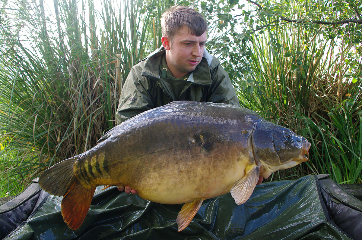 32lb-00 (Paw Print) caught on Worms