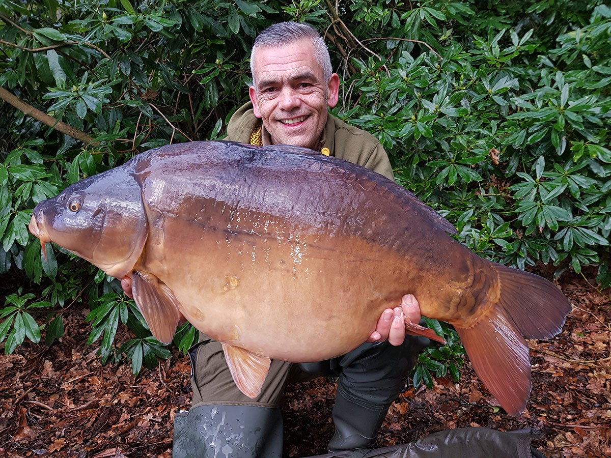 A Pulizzi holding a 33-04 from RH Fisheries