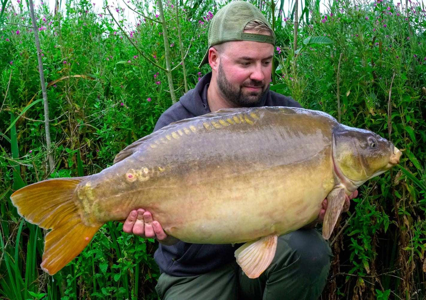 Loz East  holding a 38lb 08oz 'rosie' from RH Fisheries